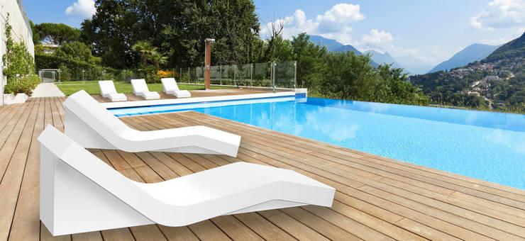 Balcones y terrazas de estilo  de produktsalon // Susanne Uerlings Produktdesign