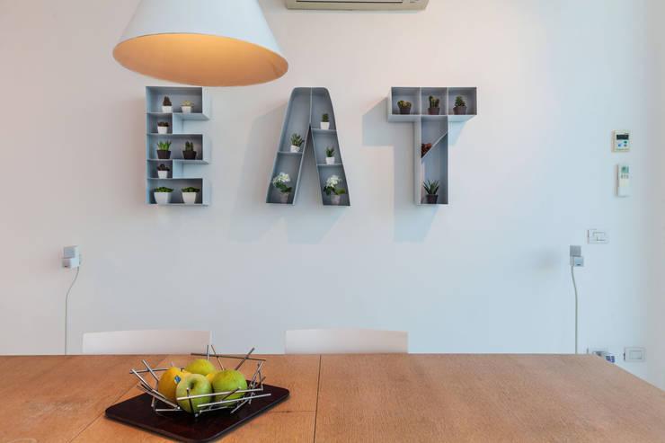 Zona Pranzo: Sala da pranzo in stile in stile Moderno di Photographer Gabriele Sotgiu