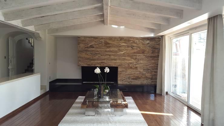 Livings de estilo  por InteriorEs Silvana McColgan