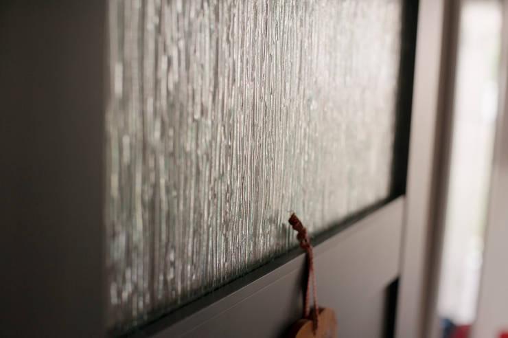 雑貨の映えるアパルトマンの暮らし: 株式会社スタイル工房が手掛けた折衷的なです。,オリジナル