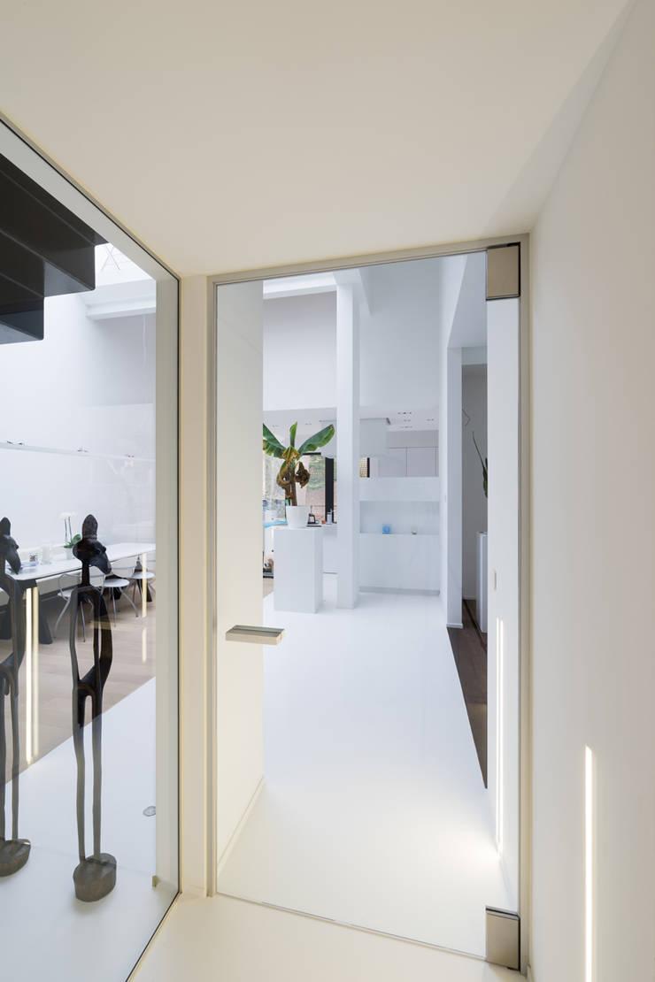 Moderne glazen deur:  Glazen deuren door Anyway Doors