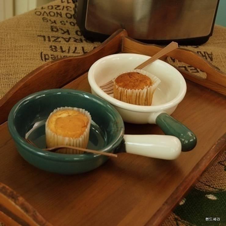 투톤 후라이펜 모양 그릇: HANDCERA(핸드세라)의  주방