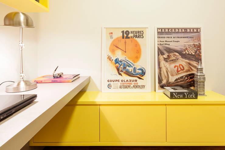 Apartamento .RF: Escritórios  por Amis Arquitetura & Design