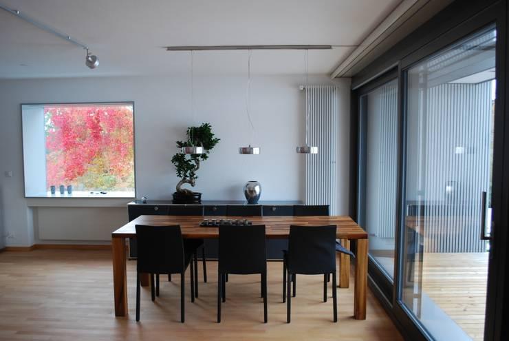 Salle à manger moderne par AESCHLIMANN ARCHITEKTEN Moderne