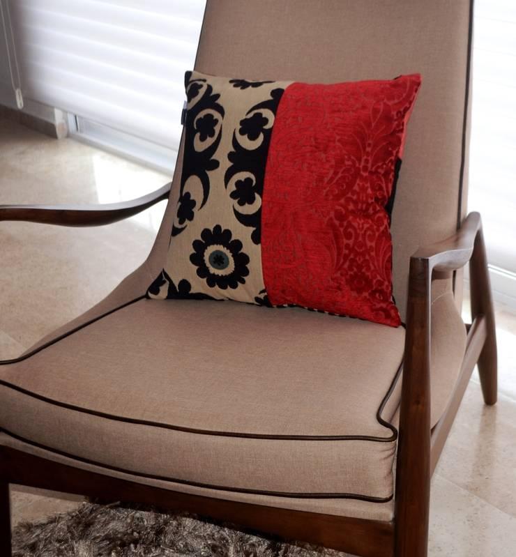 Sala Departamento Oriana: Salas de estilo  por Sandra Molina