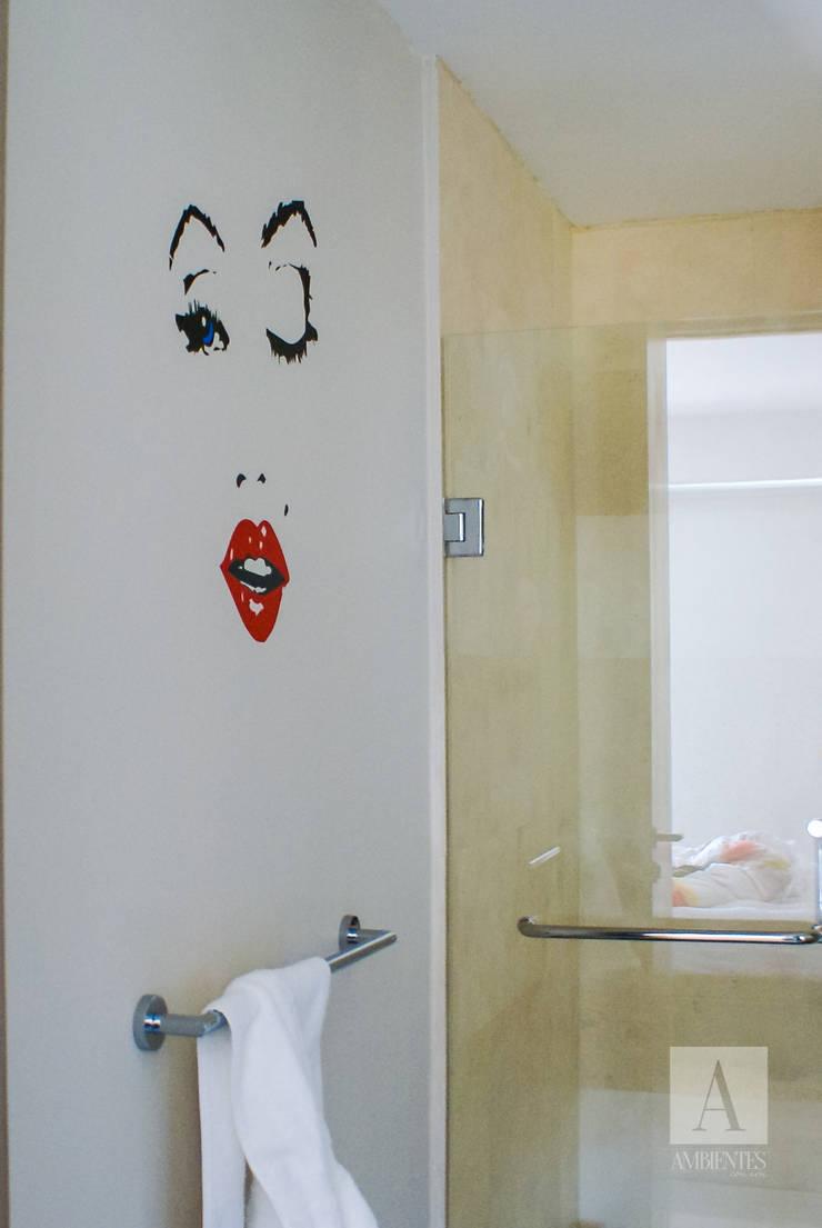 DEPARTAMENTO CENTRAL PARK, QUERETARO: Baños de estilo  por Ambientes con Arte