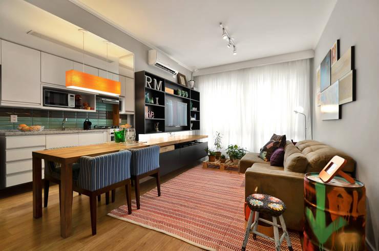 Salas / recibidores de estilo moderno por CR Arquitetura&paisagismo