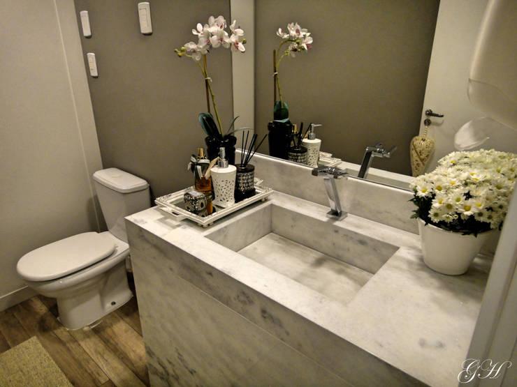 Bathroom by Gabriela Herde Arquitetura & Design