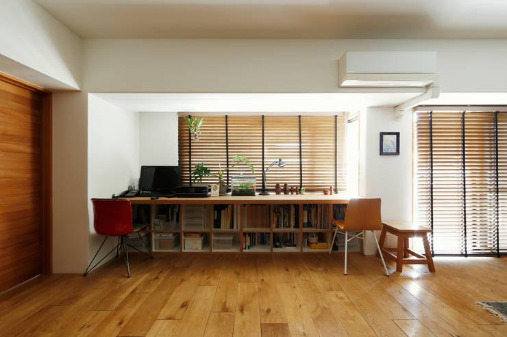 シンプルに住む家 インダストリアルデザインの リビング の ELD INTERIOR PRODUCTS インダストリアル