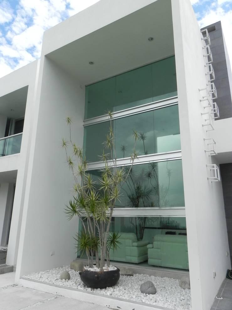 CASA ZAGO Puertas y ventanas minimalistas de ARKIZA ARQUITECTOS by Arq. Jacqueline Zago Hurtado Minimalista Vidrio