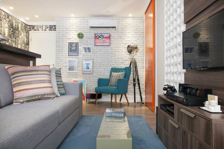 Sala de estar: Sala de estar  por Biarari e Rodrigues Arquitetura e Interiores