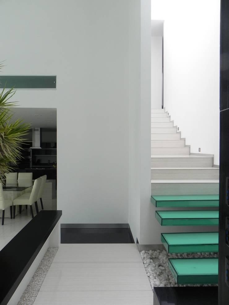 CASA ZAGO Pasillos, vestíbulos y escaleras minimalistas de ARKIZA ARQUITECTOS by Arq. Jacqueline Zago Hurtado Minimalista Vidrio
