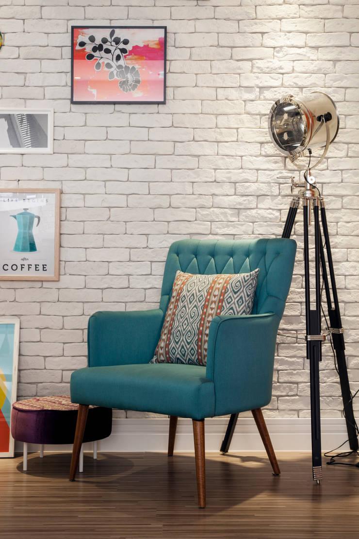 Mobiliário : Sala de estar  por Biarari e Rodrigues Arquitetura e Interiores