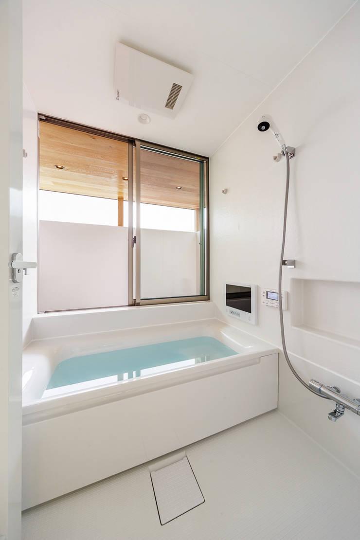 haus-turf: 一級建築士事務所hausが手掛けた浴室です。,