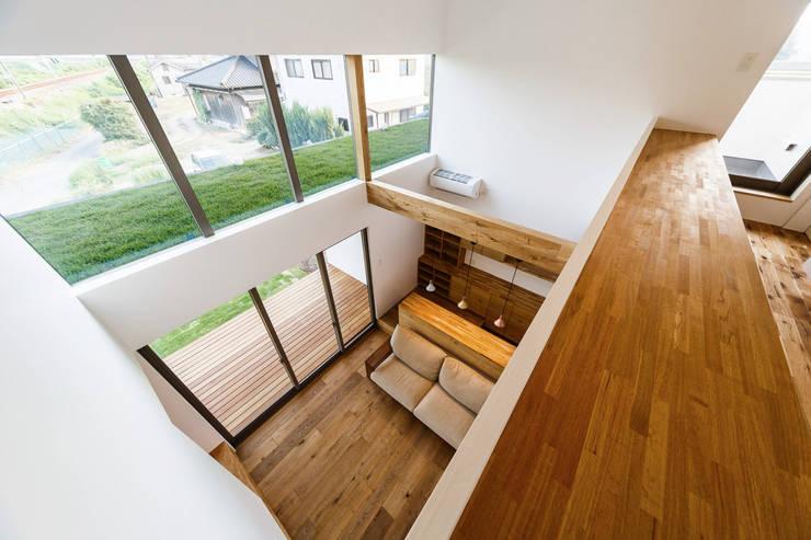 haus-turf: 一級建築士事務所hausが手掛けた書斎です。