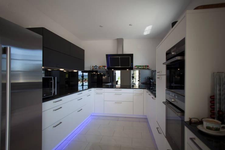Modern Kitchen by ELK Fertighaus GmbH Modern