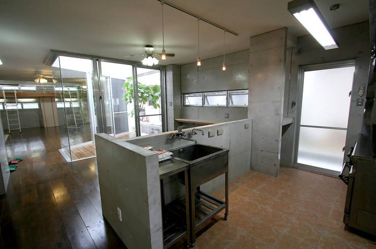 キッチン: Arms DESIGNが手掛けたキッチンです。