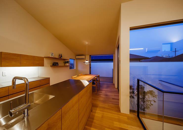 Cocinas de estilo  por 一級建築士事務所haus
