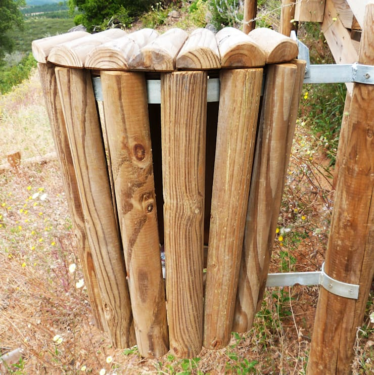 Papeleira em madeira: Varanda, marquise e terraço  por OpenGreen