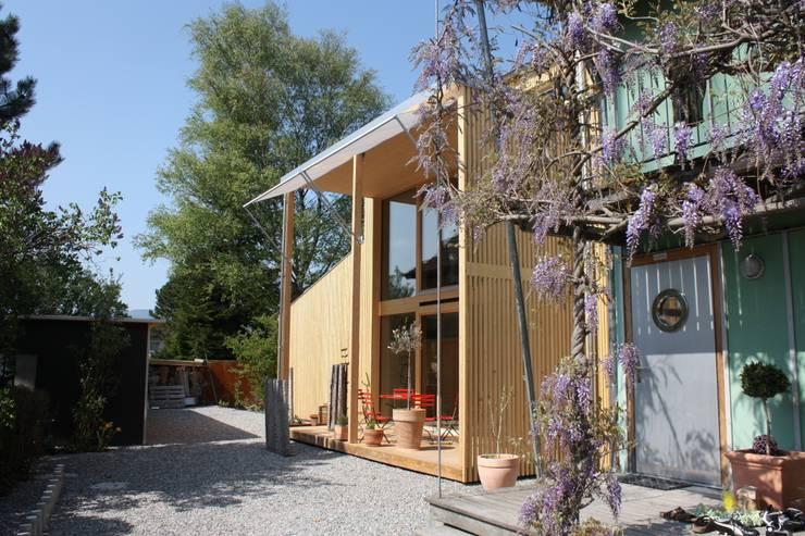Südfassade mit Hof und bestehender Hausteil:  Häuser von bb architektur gmbh
