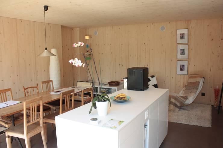 Küche und Esszimmer:  Küche von bb architektur gmbh