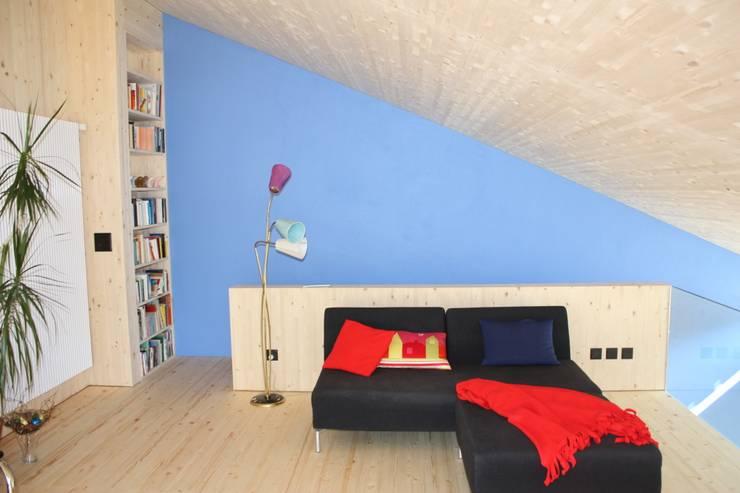 Wohnzimmer:  Wohnzimmer von bb architektur gmbh
