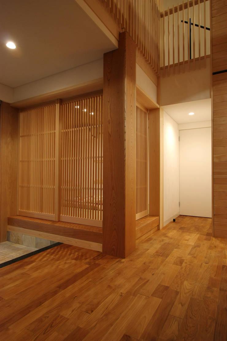 和コーナー: 一級建築士事務所 ヒモトタクアトリエが手掛けた和室です。