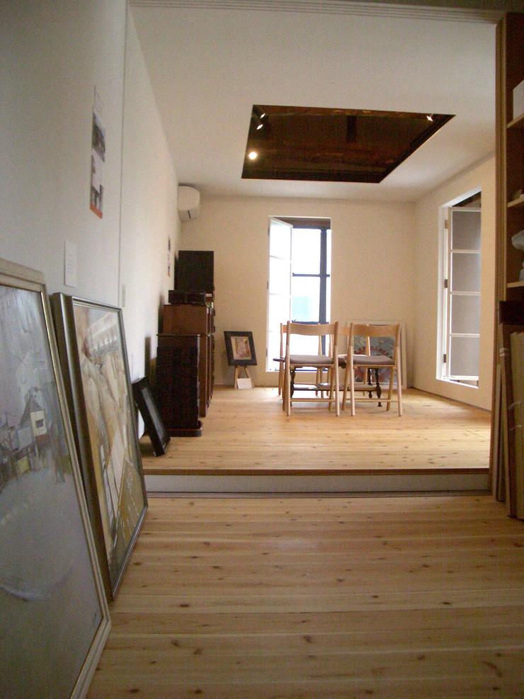 2階: 一級建築士事務所 ヒモトタクアトリエが手掛けた寝室です。