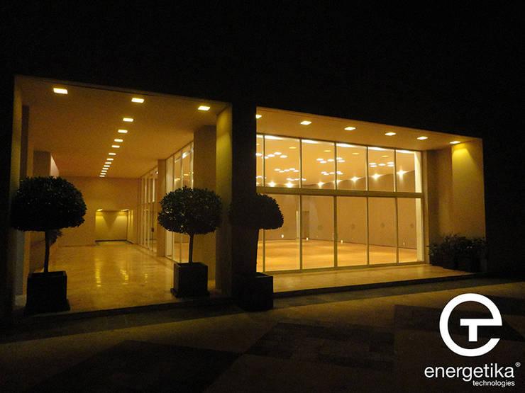 Iluminación: Casas de estilo  por Energetika Technologies