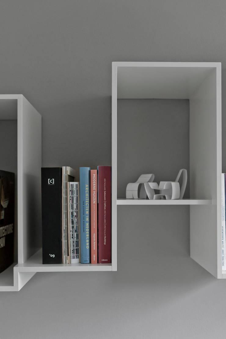 Skyline bookshelve:  Multimedia ruimte door Nick Ronde Ontwerpen