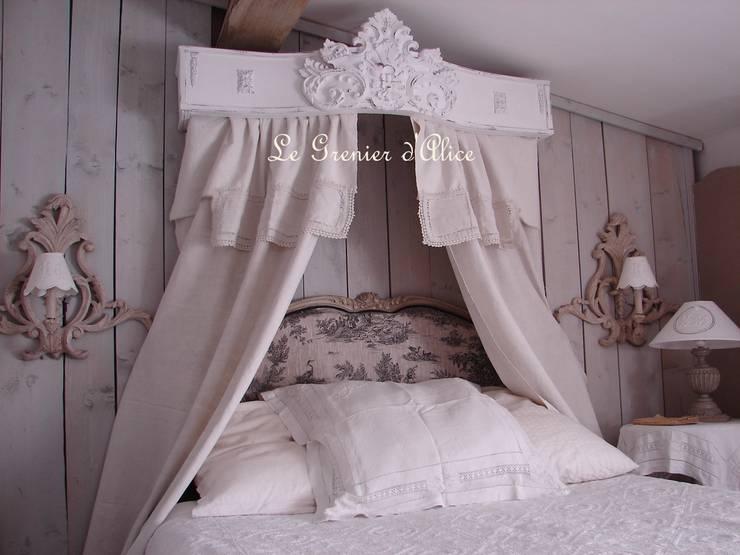 Ciels de lit et cantonnières romantiques: Chambre de style  par LE GRENIER D'ALICE