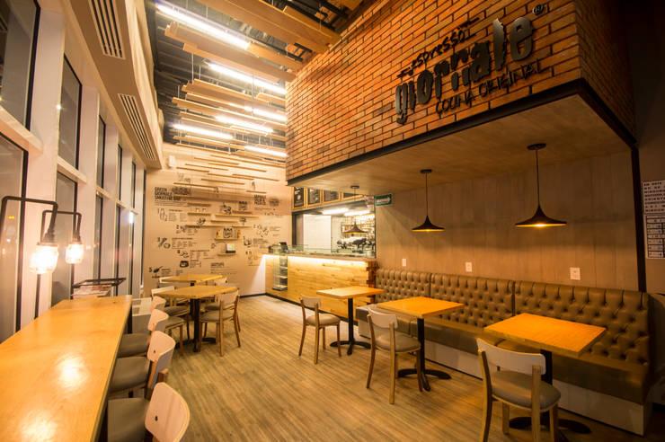Espresso Giornale Cafe Toreo: Restaurantes de estilo  por Metro arquitectos