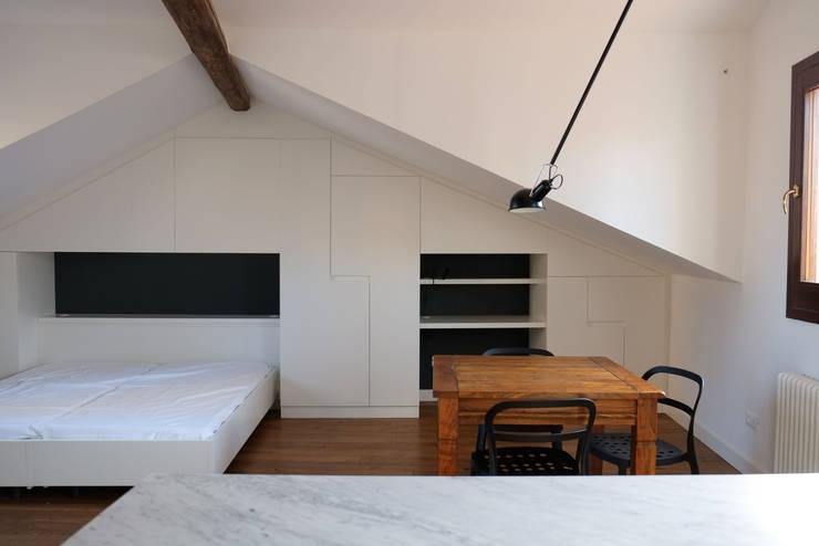 casa a san polo, venezia:  in stile  di cfk architetti