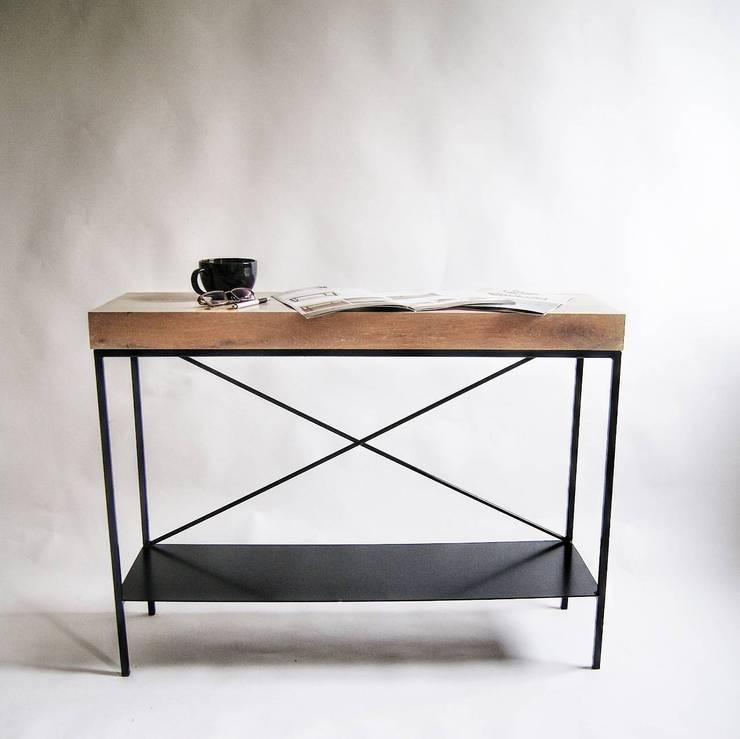 """Duża konsola modernistyczna ze stali i dębu """"TOWER X"""": styl , w kategorii  zaprojektowany przez NordLoft - Industrial Design,Minimalistyczny"""