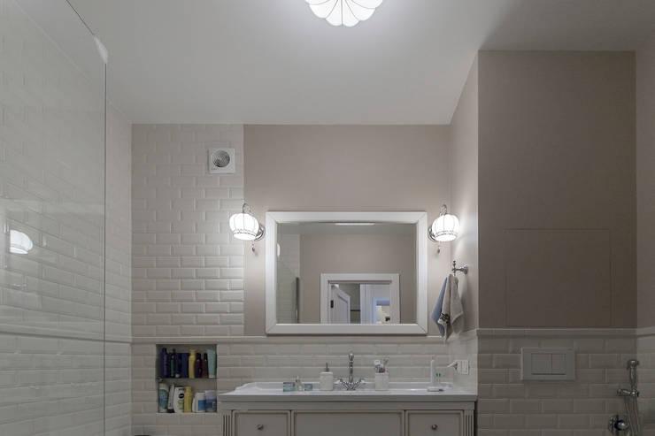 Ванная комната в американском стиле:  в . Автор – студия Дизайн Квадрат