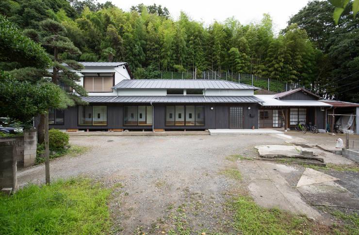 築100年の古民家再生 外観: 一級建築士事務所 感共ラボの森が手掛けた家です。,和風