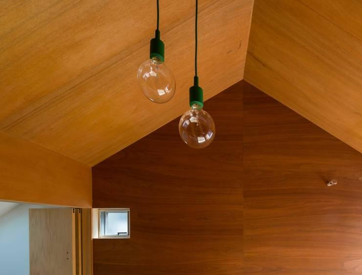 トネリコの家: 長久保健二設計事務所が手掛けた子供部屋です。