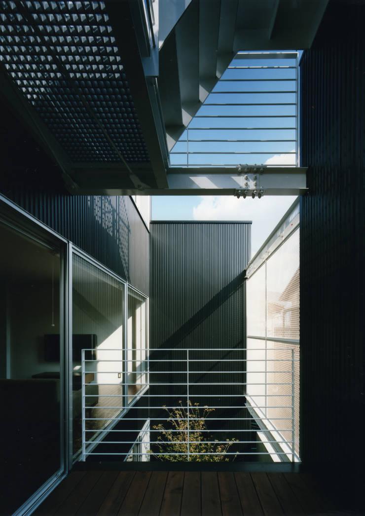 大東の家: 中間建築設計工房/NAKAMA ATELIERが手掛けたテラス・ベランダです。