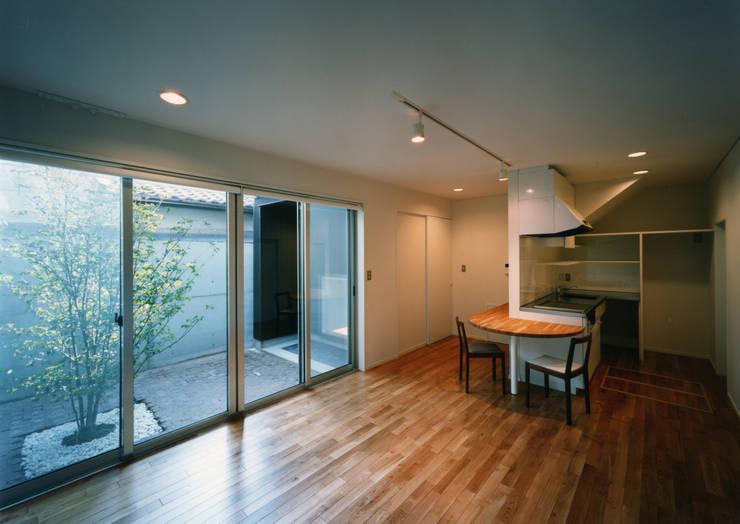 大東の家: 中間建築設計工房/NAKAMA ATELIERが手掛けたダイニングです。