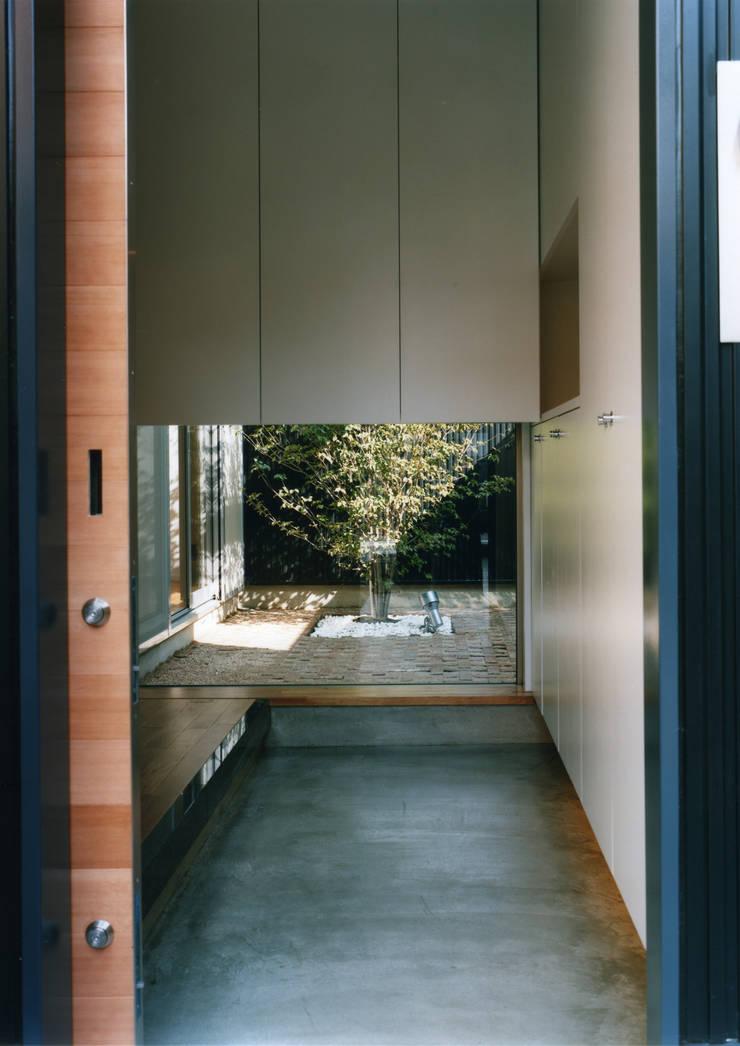 大東の家: 中間建築設計工房/NAKAMA ATELIERが手掛けた庭です。