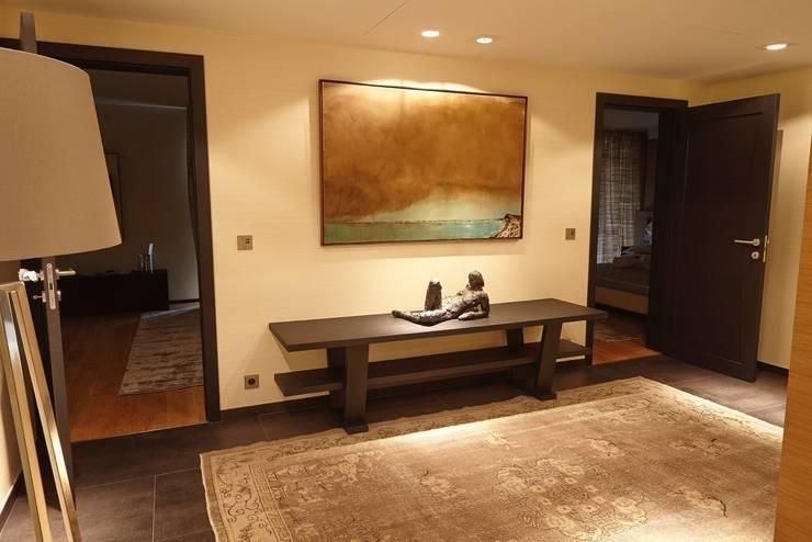 Corridor & hallway by Studio Matteoni