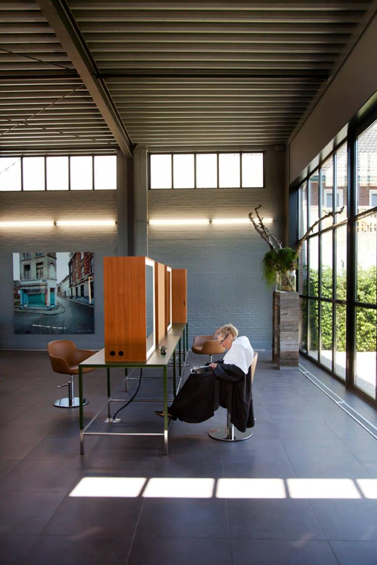 Kapsalon, Hilvarenbeek:  Kantoor- & winkelruimten door studio de vos