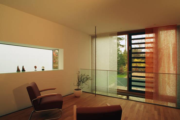 Galerie Praxis: moderne Arbeitszimmer von Kramm + Strigl  Architekten und Stadtplaner