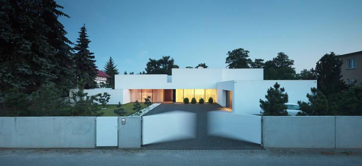 Casas modernas: Ideas, imágenes y decoración de KMA Kabarowski MIsiura Architekci Moderno