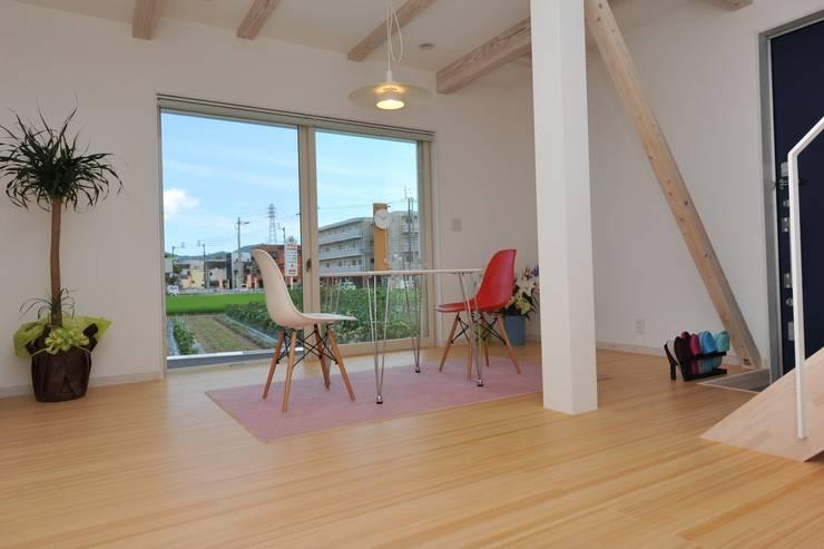 アートヴィラ設計: アートヴィラ設計が手掛けた書斎です。