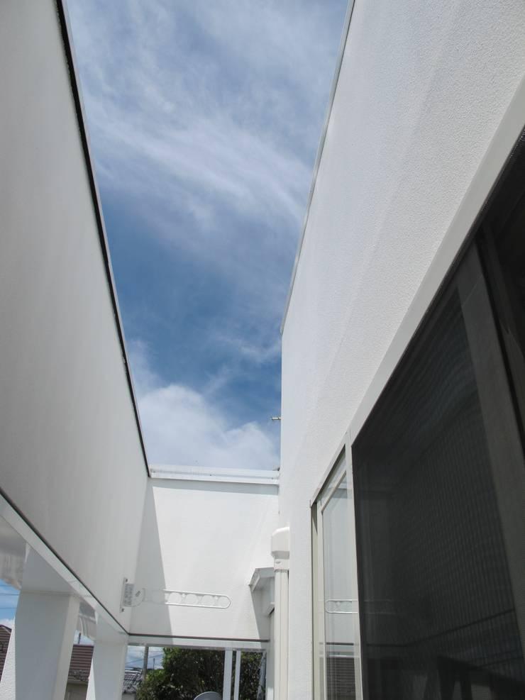 アートヴィラ設計: アートヴィラ設計が手掛けたテラス・ベランダです。