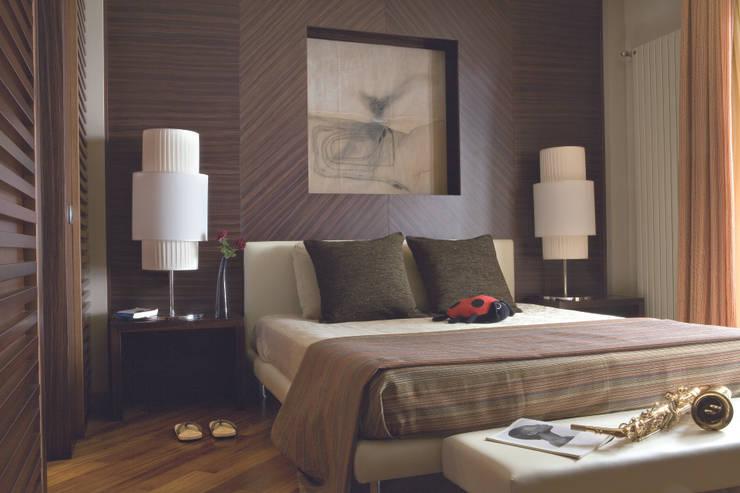 Camera da letto: Camera da letto in stile  di PDV studio di progettazione