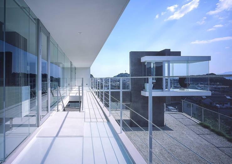 中山の住宅: アトリエ環 建築設計事務所が手掛けたテラス・ベランダです。,