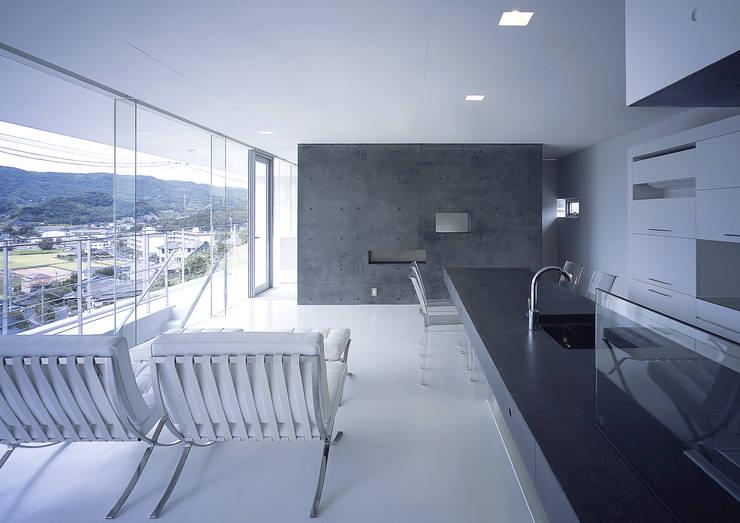中山の住宅: アトリエ環 建築設計事務所が手掛けたリビングです。,