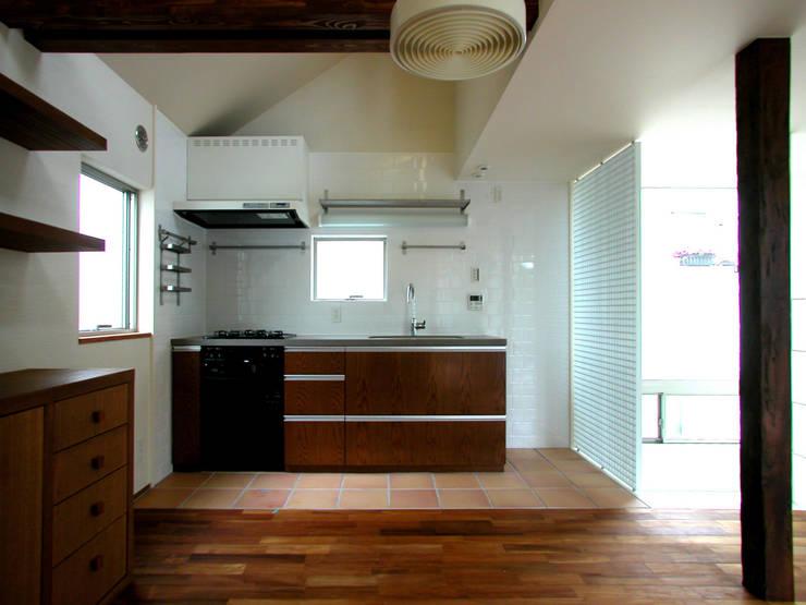 ミモザの木から発想した家: ユミラ建築設計室が手掛けたダイニングです。